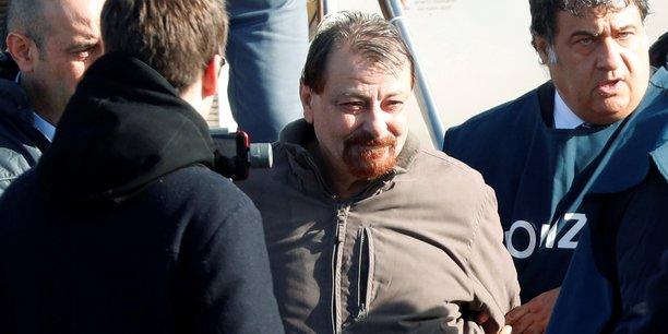 Italie: cesare battisti avoue quatre meurtres dans les annees 1970[reuters.com]