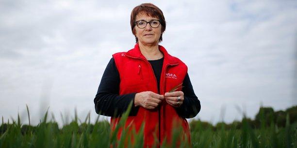 Christiane Lambert, présidente de la FNSEA, sur son exploitation agricole, en avril 2017.