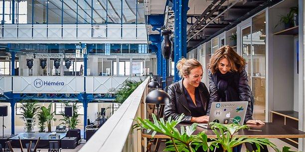 La Halle propose des bureaux fermés privatifs ainsi que des postes nomades, notamment dans les coursives du bâtiment