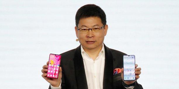 Richard Yu, le président de la division grand public de Huawei, a présenté ce mardi à Paris ses nouveaux terminaux de référence, les P30 et P30 Pro.