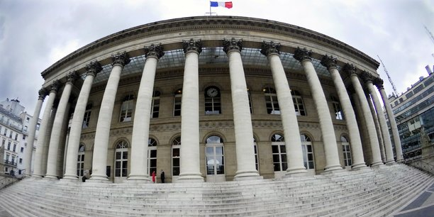 A la bourse de Paris , plus de la moitié des entreprises du CAC 40 prévoient des profits pour 2018 supérieurs à leurs attentes.