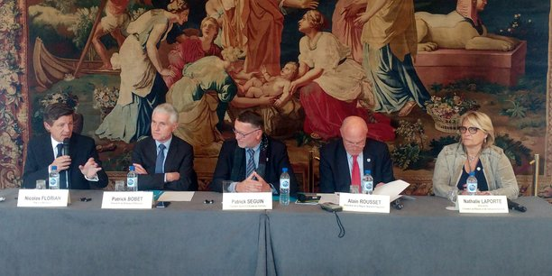 Nicolas Florian (Bordeaux), Patrick Bobet (Bordeaux Métropole), Patrick Seguin (CCI Bordeaux Gironde), Alain Rousset (Nouvelle-Aquitaine) et Nathalie Laporte (Chambre de métiers) ont affiché leur unité et leur réactivité.