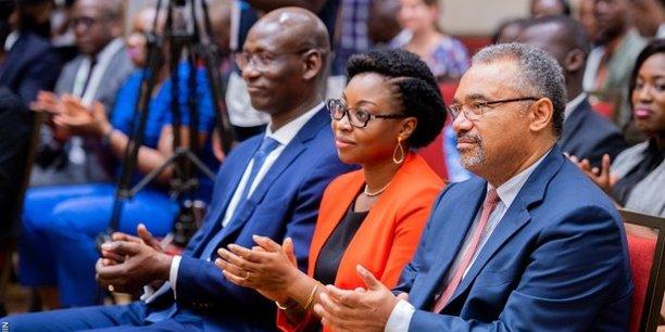 La ministre de l'Economie numérique et de la Communication, Mme Aurélie Adam SOULE ZOUMAROU, en compagnie de M. Serge ADJOVI, directeur général de l'Agence pour le développement du numérique (ADN) au Bénin (à d.) et M. Mohamadou DIALLO, directeur général de CIO Mag, par ailleurs président du Comité d'organisation du Digital African Tour Bénin 2019 tenu à Cotonou le mardi 26 mars 2019.