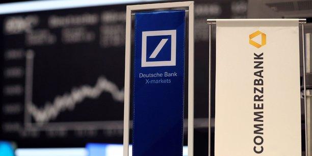 Le projet, soutenu en coulisses par l'Etat allemand qui détient 15% de Commerzbank, suscite depuis le départ le scepticisme des investisseurs et l'hostilité des syndicats des deux groupes, tant le risque pour l'emploi apparaissait élevé.