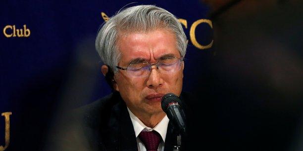 Le nouvel avocat de l'ex-Pdg de Renault-Nissan, Junichiro Hironaka, lors de sa conférence de presse à Tokyo, hier jeudi 4 avril. Son client a été arrêté pour la 4e fois, un peu avant 6h du matin, à son domicile où il était assigné à résidence depuis sa libération sous caution le 5 mars dernier.
