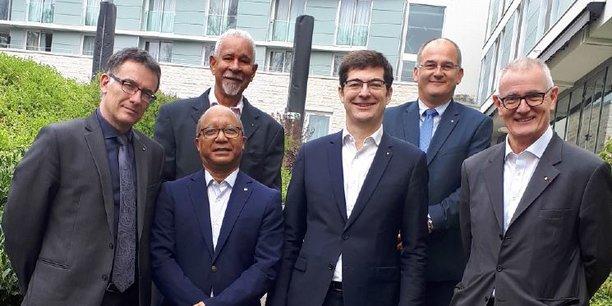 Le directeur général du Crédit Mutuel Antilles-Guyane Eric Petitgand et le président du CM AG, Alex Weimert, au premier rang à gauche, aux côtés de Nicolas Théry, le président de Crédit Mutuel Alliance Fédérale et de Daniel Baal, le directeur général de CMAF.