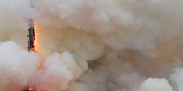 Debut d'incendie dans l'une des tours de notre-dame[reuters.com]