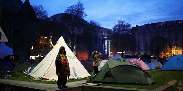 Londres bloque par des militants ecologistes, 113 arrestations[reuters.com]