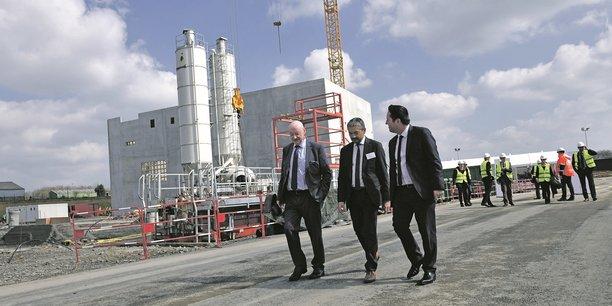 Le futur site de 19.000 mètres carrés produira 18.000 tonnes de lait infantile par an. Ici, Gilles Falc'hun (à g.), président de Sill, sur le chantier.