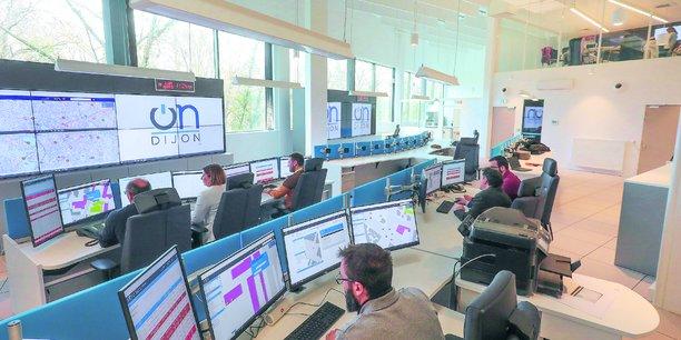 Grâce aux captations de 115 caméras, le centre d'information et de veille organise les interventions dans l'espace public.