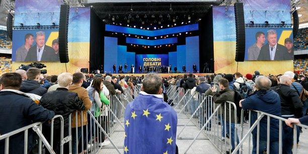 Ukraine/election: echange d'insultes lors du debat final, dans un stade[reuters.com]