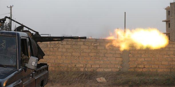 Libye: des explosions et des frappes aeriennes secouent tripoli[reuters.com]