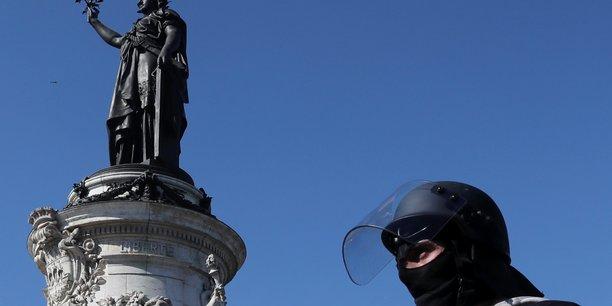 gilets jaunes: tolle apres des appels au suicide de policiers[reuters.com]