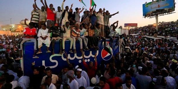 Soudan: le conseil militaire demande l'arret des blocages[reuters.com]