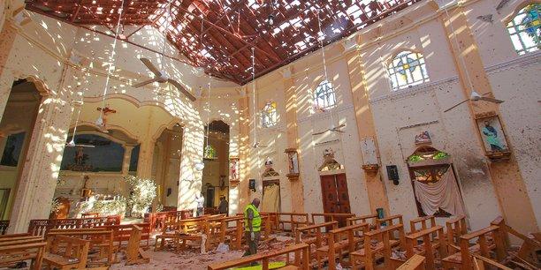 Le 22 avril, à Negombo, à l'intérieur de l'église.