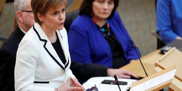 Vers un nouveau referendum en ecosse d'ici mai 2021, dit sturgeon[reuters.com]