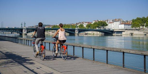 Vélo'v résiste aux vélos et trottinettes en free-floating