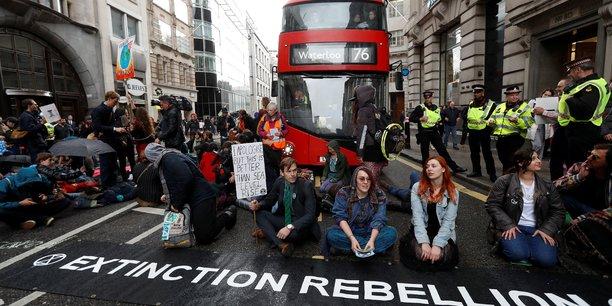 Les militants d'extinction rebellion ciblent la city[reuters.com]