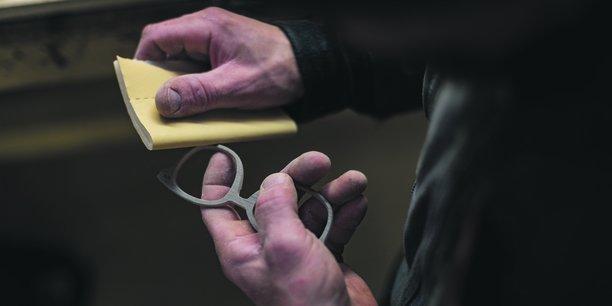 Vendues jusqu'à 350 euros pièce, les lunettes en bois In'Bô sont fabriquées avec des essences locales.