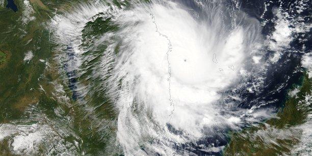 Un cyclone menace le mozambique, apres avoir fait 3 morts aux comores[reuters.com]