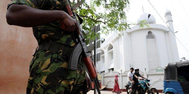 Sri lanka: 140 personnes recherchees pour des liens supposes avec l'ei[reuters.com]