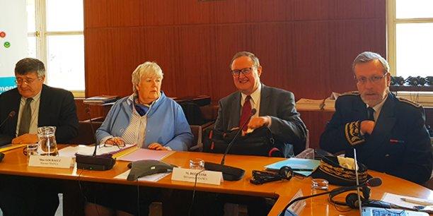 Jacqueline Gourault, ministre de la cohésion des territoires, lors des rencontres du Dialogue 5+5 à Montpellier, le 26 avril 2019, aux côtés de Pierre Duquesnes et du préfet de l'Hérault, Pierre Pouëssel.