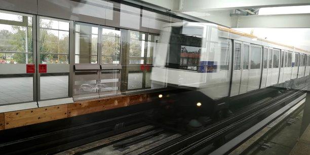 Contrairement à Bordeaux, l'agglomération toulousaine a opté dans les années 1990 pour le métro plutôt que pour le tramway. Son réseau compte aujourd'hui deux lignes pour 28,2 km et 38 stations.