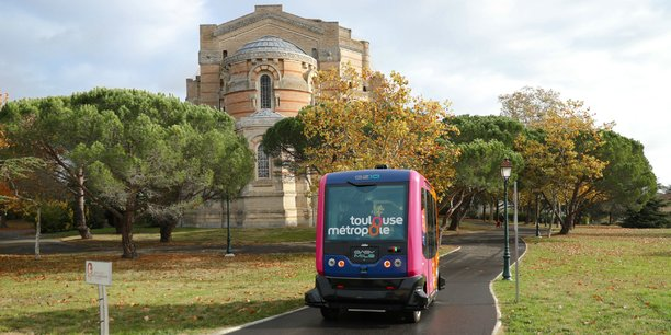 Pendant plusieurs mois, la navette autonome EasyMile a été testée dans le centre-ville de Pibrac, à quelques kilomètres de Toulouse.