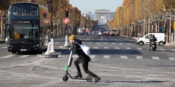 Parmi les nouvelles dispositions figurent l'interdiction de circuler avec un engin dont la vitesse n'est pas limitée à 25 km/h et l'obligation d'emprunter en agglomération les pistes cyclables, s'il y en a, ou les routes limitées à 50 km/h.