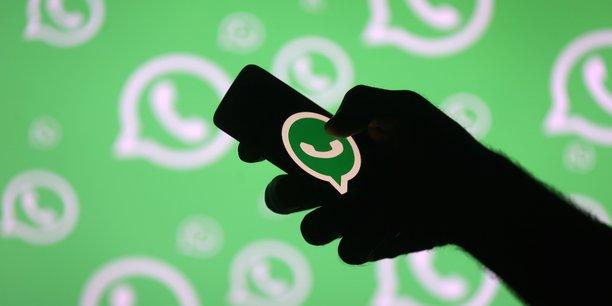 Contrairement à Twitter ou Facebook, la détection des fake news sur WhatsApp est particulièrement ardue puisque les conversations, personnelles ou en groupe, y sont cryptées et privées.