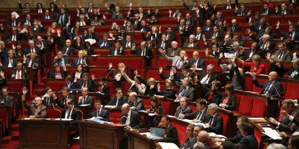 La première étape, largement franchie sur ADP, prévoit que le texte doit être déposé par au moins 185 des 925 parlementaires (577 députés, 348 sénateurs).