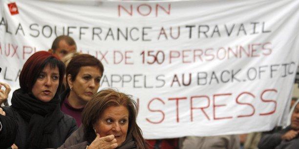 Des employés de France Télécom manifestent à Marseille, le 20 octobre 2009, contre la vague de suicides dans l'entreprise. Laquelle découle, selon eux, des restructurations et de la pression au travail.