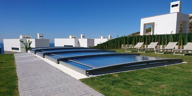 Spécialisée dans l'abri de piscine, l'entreprise haute-garonnaise Azenco a notamment développé un produit télescopique.