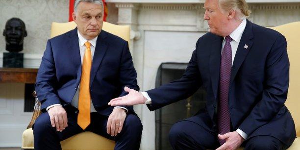 Trump rend hommage a la politique anti-immigration d'orban[reuters.com]