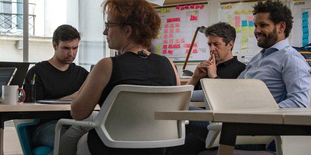 Les équipes de l'une des 60 startups accélérées dans le cadre du programme d'intrapreneuriat lors d'une session de travail.