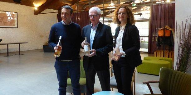 De gauche à droite : Gabriel Ruetsch, agronome en charge du vignoble, Michel Servage, président et Alexandra Ladeuil, directrice Export et Marketing