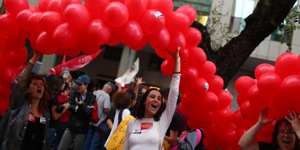 Bresil: manifestations contre un gel des depenses d'education[reuters.com]