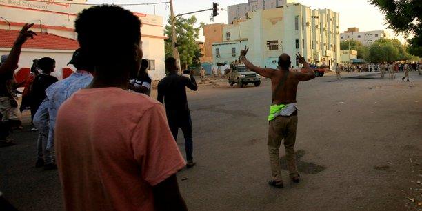 Heurts a khartoum, suspension des pourparlers entre armee et opposition[reuters.com]