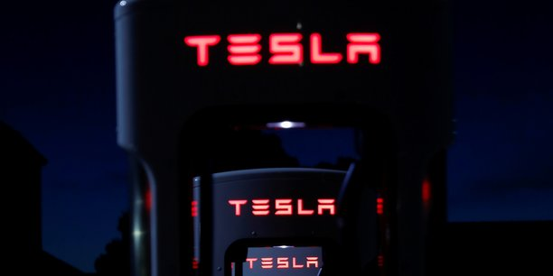 Tesla met a jour son logiciel de batterie apres deux incendies de voitures[reuters.com]
