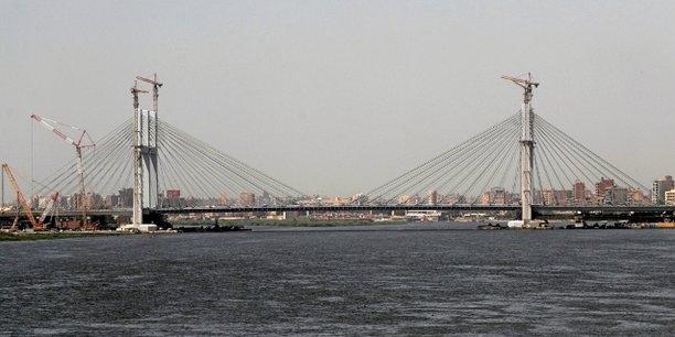 Large de 64,8 mètres, le pont fait partie d'une autoroute s'étendant de la Mer rouge à l'est jusqu'à la côte méditerranéenne au nord-ouest du pays.
