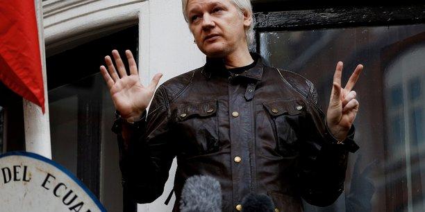 Suede: le parquet demande un mandat d'arret contre assange[reuters.com]