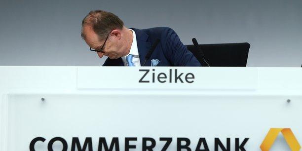 Commerzbank pourrait ajuster sa strategie apres l'echec d.bank[reuters.com]