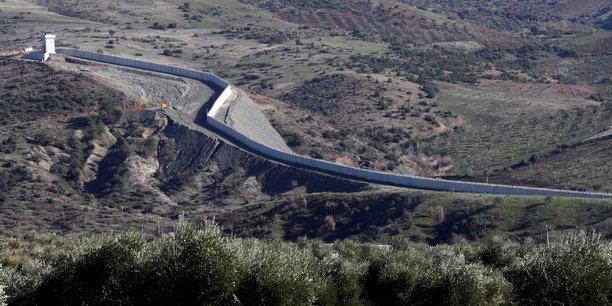 Les deplaces syriens supplient la turquie d'ouvrir sa frontiere[reuters.com]