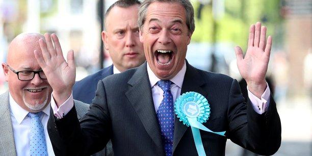 Grâce au tout récent Parti du Brexit qu'il vient de créer, Nigel Farage, l'ex-leader du parti eurosceptique UKIP (principal moteur du Leave en 2016 mais qui avait explosé en vol), conduit une liste surprise qui, profitant du discrédit des partis classiques, caracole en tête des sondages des élections européennes au Royaume-Uni.