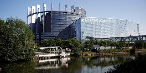 En 2013, les collectivités locales ont établi une task force apolitique, confiée à l'ancienne maire (PS) de Strasbourg et ex-députée européenne Catherine Trautmann, pour défendre le siège du Parlement européen à Strasbourg.