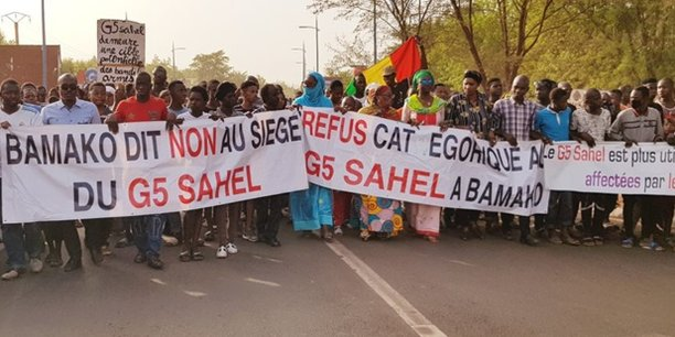 Pour les manifestants, le QG de la force conjointe du G5 Sahel doit se trouver sur le terrain des opérations, mais pas à Bamako dans un quartier résidentiel.