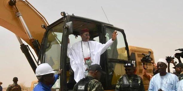 Alors qu'ils étaient à l'arrêt depuis plusieurs années, le président Issoufou Mahamadou a finalement relancé, le 26 mars dernier, les travaux du barrage de Kandadji qui seront réalisés par le chinois CGGC.
