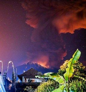 Nouvelle eruption du volcan agung a bali, des vols annules[reuters.com]