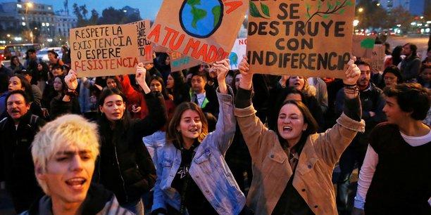 Des centaines de milliers de jeunes mobilises pour le climat a travers le monde[reuters.com]