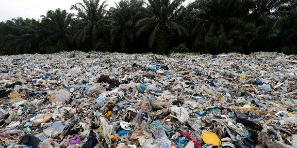 Certains fabricants estiment que le législateur introduira des taxes sur les plastiques, voir un système d'échange de crédits de plastique comme celui existe pour les crédits de carbone dans l'UE, qui pénalisent les entreprises ou leur profitent, selon leur propension à se débarrasser de déchets plastiques de manière durable.